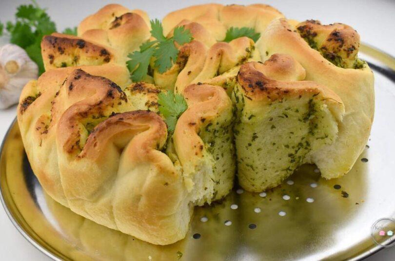 Chlebek ziołowy rwany
