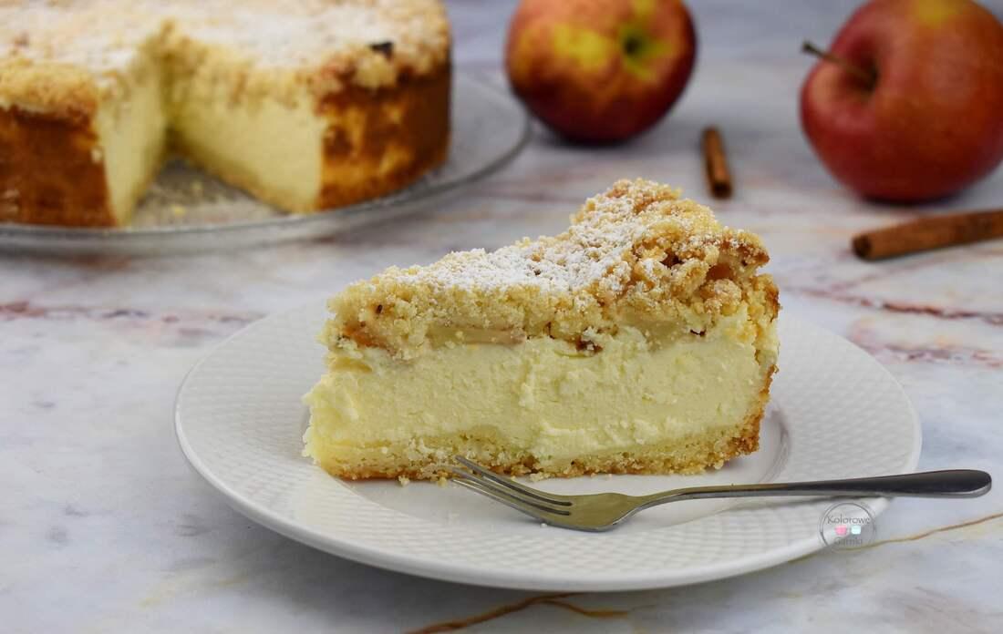 Sernik z jabłkami i cynamonem